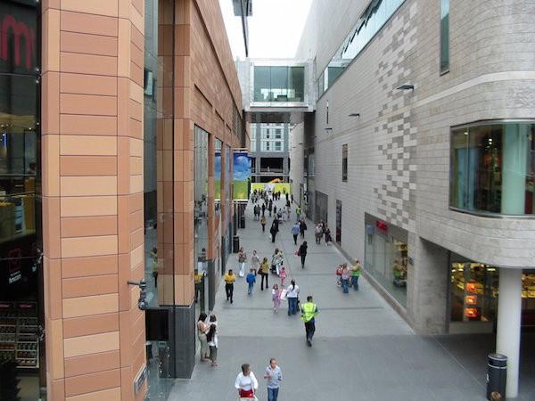 Liverpool ONE项目的Wall Street(Wikipedia)。