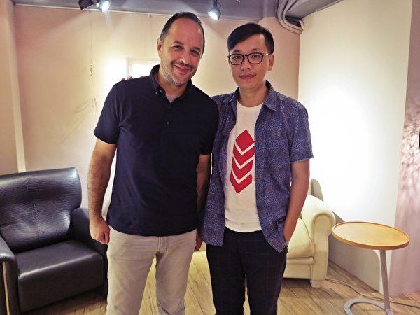 法國獨立媒體博磊先生(左)與侯季然導演專訪後合影。(夢田文創提供)