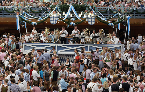 2011年9月17日,德国慕尼黑传统啤酒节。(Johannes Simon/Getty Images)
