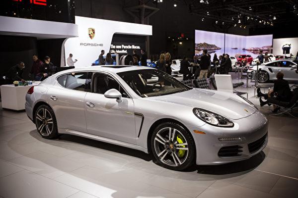 2014紐約車展2014 Porsche Panamera S E-Hybrid(愛德華/大紀元)