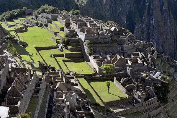 波兰和秘鲁的考古学家近日用现代科技技术证实,马丘比丘遗址本身就是一座大型的精密天文观测台,建筑结构对应相对的天体。(Cris BOURONCLE/AFP)