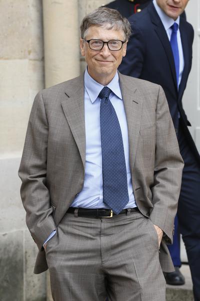 """《福布斯》发布的最新财富榜单显示,微软联合创始人比尔‧盖茨(Bill Gates)以810亿美元的身家,荣登""""美国最富400富豪排行榜""""首位。(THOMAS SAMSON/AFP)"""