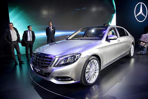 2014洛杉磯車展11月21日至30日在洛杉磯會展中心展出。圖為超豪华品牌梅塞德斯-迈巴赫S600,Mercedes-Maybach S600。 (季媛/大紀元)