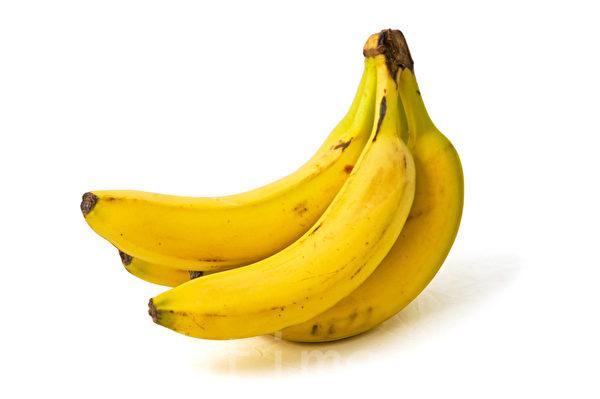出现一点褐色的香蕉。 (孙明国/大纪元)