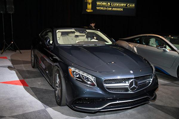 圖為戴姆勒旗下獲得2015年度世界汽車最佳豪華車大獎的奔馳S系列Coupe(Mercedes S-Class)。(戴兵/大紀元)