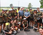 骑向自由(ride2freedom)团队的各国青少年在一起。(丁丁提供)