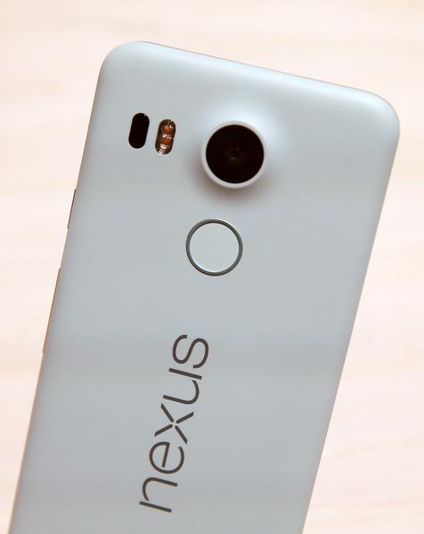 谷歌公司在9月29日的媒体会议上发布了的Nexus 5X。(Justin Sullivan/Getty Images)