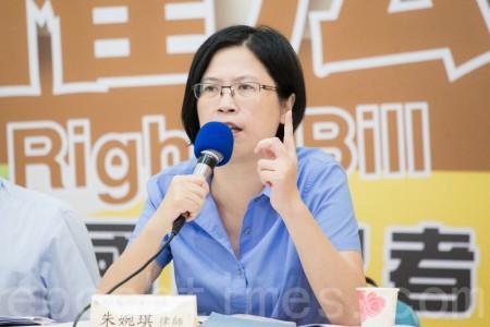 台聯黨團1日舉行國際記者會,宣布將在立法院推動「中國人權法」草案立法,台灣法輪功人權律師團發言人朱婉琪與會。(陳柏州/大紀元)