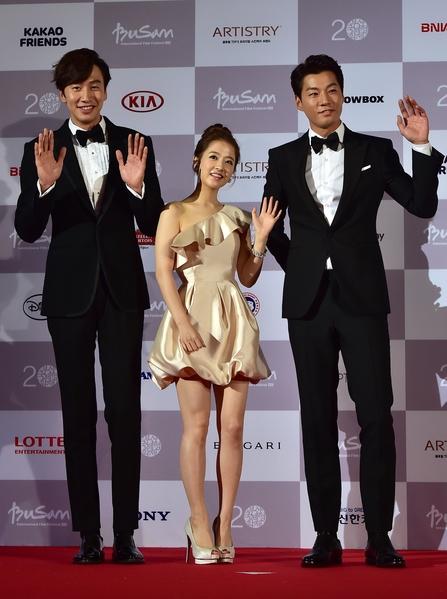 韩星李光洙(左起)、朴宝英与李天熙。(JUNG YEON-JE/AFP/Getty Images)
