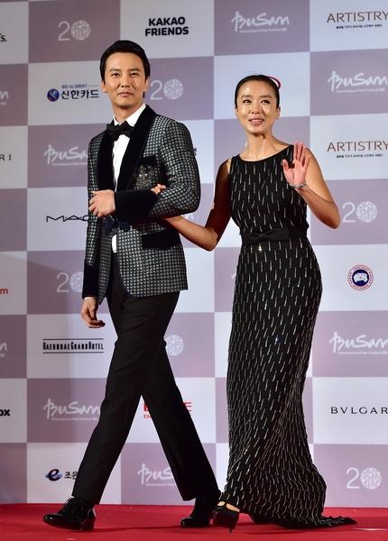 金南佶(左)与全度妍。(JUNG YEON-JE/AFP/Getty Images)
