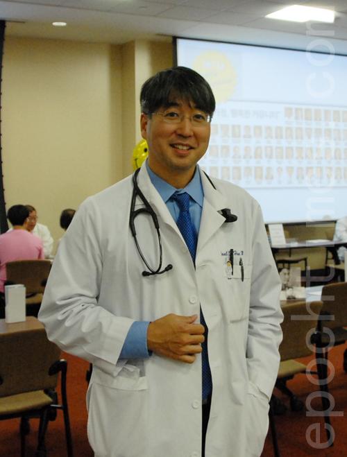 韓裔呼吸科專家Pall Han醫師。(李雯/大紀元)