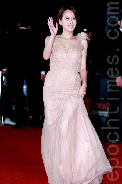 2015第20届釜山国际电影节红地毯。图为柳贤庆。(全宇/大纪元)