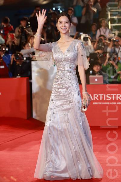 2015第20届釜山国际电影节红地毯。图为徐睿知。(全宇/大纪元)。