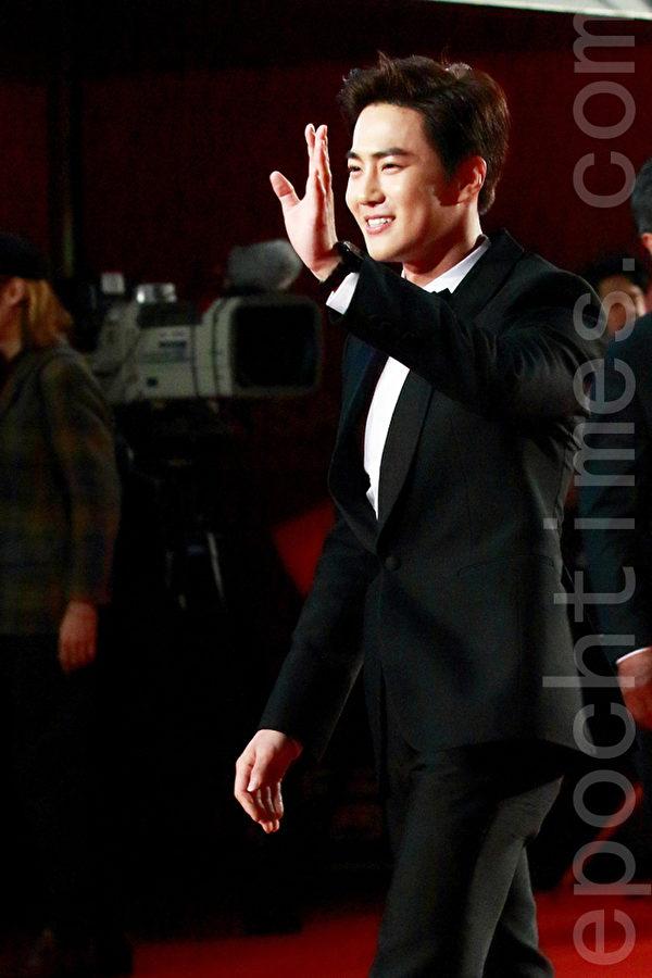 EXO成员Suho在2015第20届釜山国际电影节走红地毯。(全宇/大纪元)