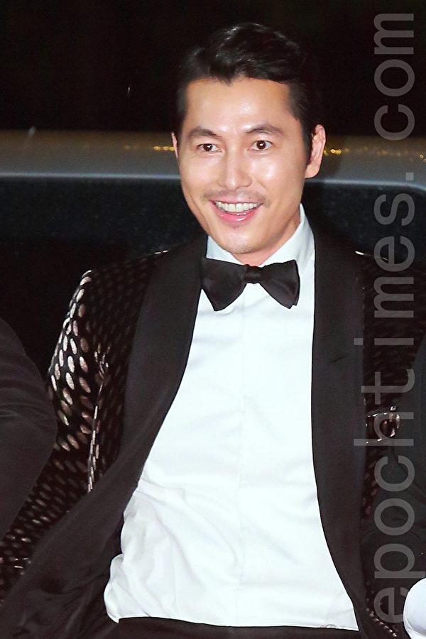 郑宇盛现身2015第20届釜山国际电影节红地毯。(全宇/大纪元)
