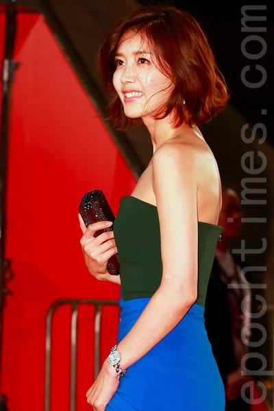 韩国女星蔡贞安在2015第20届釜山国际电影节走红地毯。(全宇/大纪元)