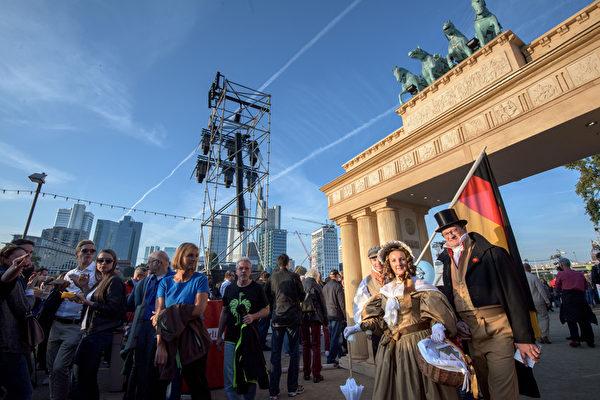 2015年10月3日,德国法兰克福庆祝两德统一25周年。(Thomas Lohnes/Getty Images)