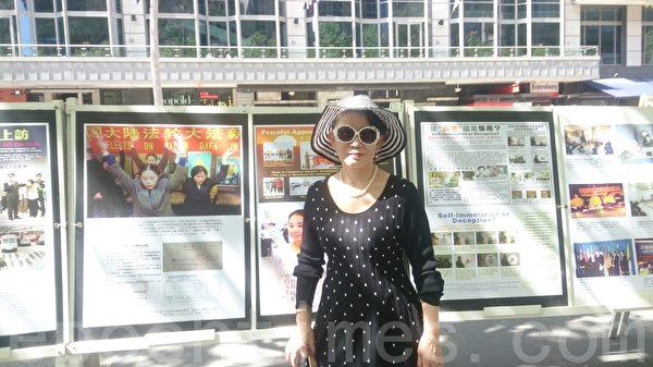 2015年10月3日,墨尔本市中心城市广场举办诉江集会,住在墨尔本的华裔王女士接受了大纪元记者现场采访。(陈明/大纪元)