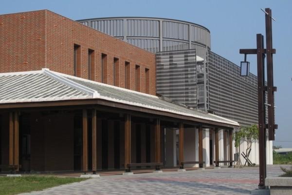 全国唯一的诏安文化馆,内圆外方的造型是整栋建筑设计的特色。(廖素贞/大纪元)