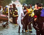 2015年10月3日,美國南卡羅萊納州遭遇「二百年一遇」暴雨襲擊。10月4日,全州進入緊急狀態。(Sean Rayford/Getty Images)