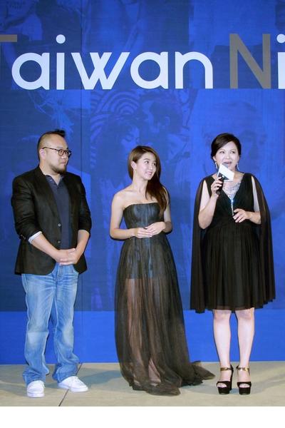 《西城童话》剧组,左起:导演叶天伦、演员郭书瑶、演员杨贵媚。(国家电影中心提供)