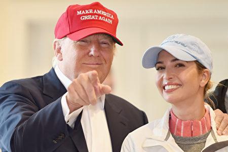 川普与伊万卡在竞选活动中。(Jeff Mitchell/Getty Image)