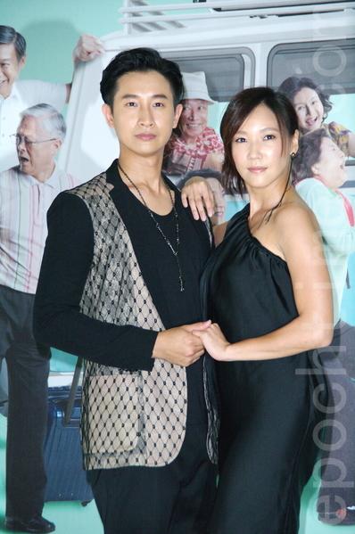 Darren邱凯伟、张本渝出席开镜记者会。(黄宗茂/大纪元)