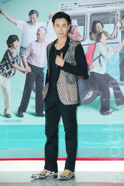 邱凯伟出席开镜记者会。(黄宗茂/大纪元)