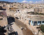图为10月7日,阿萨德政府军在俄罗斯空袭支援下,地面部队攻击反抗军位于东阿勒颇省(Aleppo)的Darat Azzah镇,图为该镇被袭后损坏的大楼建筑。(Fadi al-Halabi/AFP/Getty Images)
