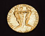 本周五(10月9日)将揭晓诺贝尔奖,目前入围该奖项被提名最高呼声的是德国总理默克尔。图为诺贝尔和平奖奖章。(BERIT ROALD/AFP/Getty Images)
