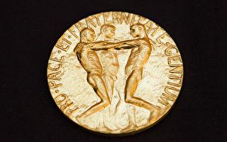本周五(10月9日)將揭曉諾貝爾獎,目前入圍該獎項被提名最高呼聲的是德國總理默克爾。圖為諾貝爾和平獎獎章。(BERIT ROALD/AFP/Getty Images)