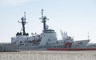 停靠在舊金山80號碼頭的海岸警衛隊緝私艦。(周鳳臨/大紀元)