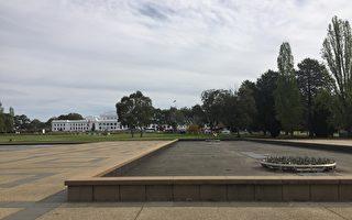 舊議會大廈前的西北側噴泉。(李欣怡/大紀元)