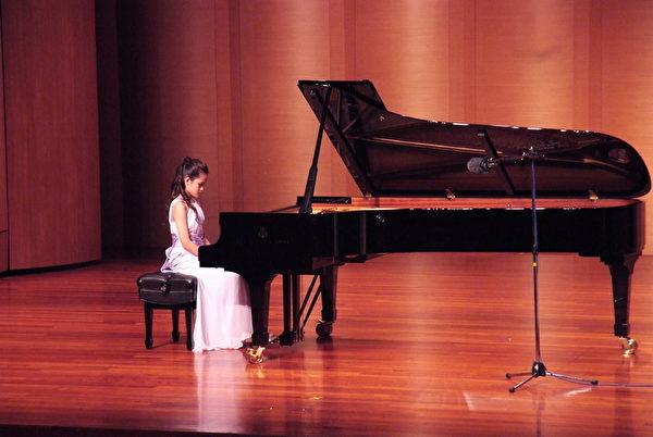 2015 新唐人亞太音樂大賽10月9日在台灣新北市功學社舉行決賽。評委說,參賽者的水平越來越高。(朱孝貞/大紀元)