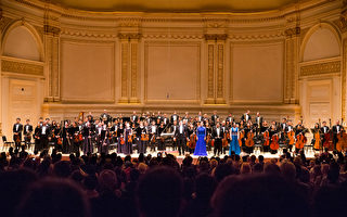 2015年10月10日下午,神韻交響樂團音樂會在紐約卡內基音樂廳演出。(戴兵/大紀元)