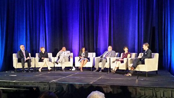 圖:五位來自JC Penny、FedEx、Toyota、HP、Arta Travel 公司的高管與LaRosiliere 市長(左三)一起參加小組討論,暢談在各自的公司裡如何實現多元化和包容性來幫助員工與公司一起成長。(甄真/大紀元)