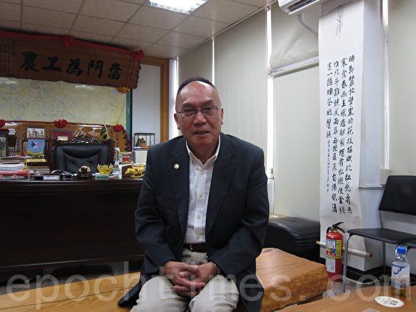 潮州镇长洪明江(如图)以三大戏剧历史资源为基础,打造潮州为戏剧源乡文风小镇。(简惠敏/大纪元)