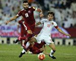 中國隊在客場0-1不敵卡塔爾,爭小組第一的可能性已微乎其微。(FAISAL AL-TAMIMI/AFP/Getty Images)