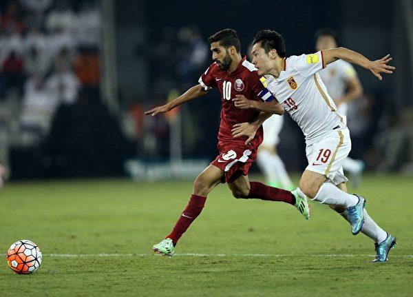 """中国队最为现实的目标是成为""""成绩最好的小组第二""""的四支球队中的一支。(FAISAL AL-TAMIMI/AFP/Getty Images)"""