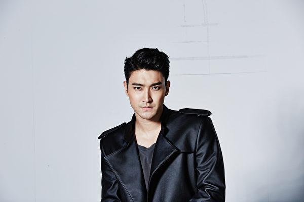 Super Junior崔始源广告照片大公开。(LINE提供)