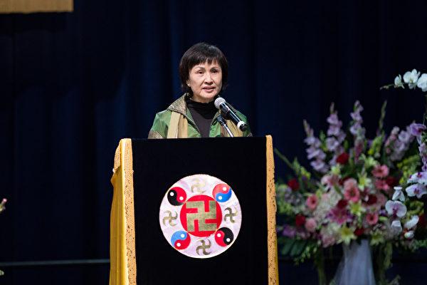 2015美國西部法輪大法心得交流會10月16日在洛杉磯召開,來自臺灣的法輪功學員廖艷梅在會上發言。(戴兵/大紀元)