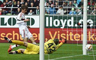 凭借穆勒(左)的进球,拜仁一球小胜不来梅,创造了德甲开局九连胜。(TOBIAS SCHWARZ/AFP/Getty Images)