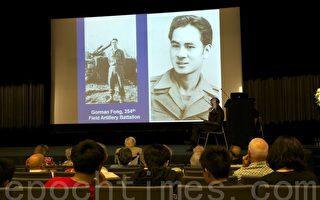 加州圣地亚哥侨界10月17日举行演讲会,纪念二战胜利70周年。图为中华历史博物馆讲解员李国光介绍二战期间美军华裔士兵Gorman Fong。(杨婕/大纪元)