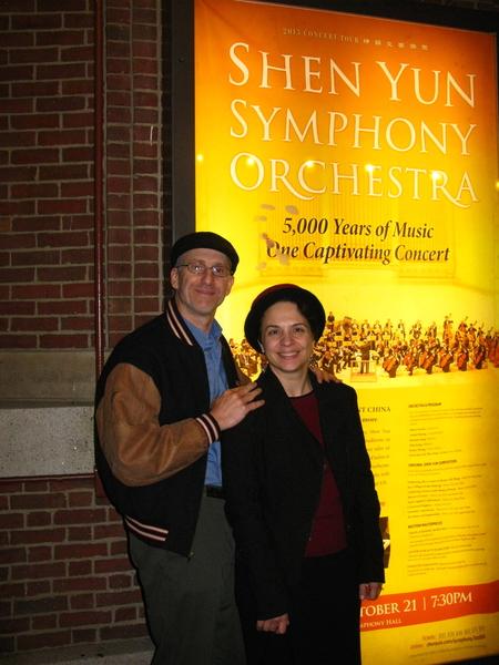 曾在BOSE音响公司工作的软件工程师Richard Jackson先生与太太观看神韵交响乐后,赞叹神韵的演奏充满了能量,其中的中国乐器——二胡尤其不同凡响。(秦川/大纪元)