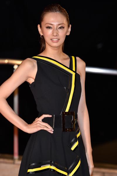 北川景子身穿黑色小洋裝走紅地毯。(Ken Ishii/Getty Images)