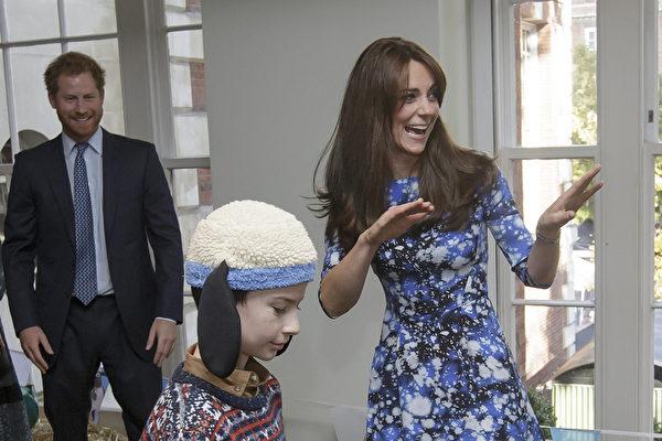 2015年10月26日,哈里王子與凱特王妃與孩子們一道參加《小羊肖恩》主題遊樂活動。(Tim Ireland - WPA Pool/Getty Images)