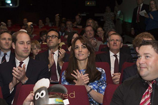 2015年10月26日,英王室三位成員威廉、凱特與哈里出席《小羊肖恩》首映禮。(Ian Vogler - WPA Pool/Getty Images)