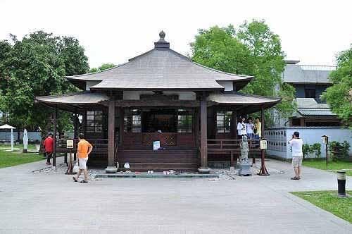 庆修院正殿,供奉不动明王。出轩式入口.江户时代的建筑风格。 (图片提供:tony)