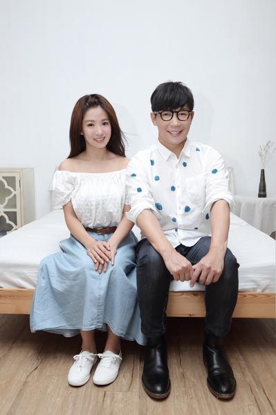 郭書瑤(右)受邀拍攝品冠的新歌MV,演技獲肯定。(種子提供)