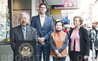 """旧金山市长李孟贤和市议员冀芷欣宣布,在中国城成立垃圾""""零排放社区议事会""""试点项目。(周凤临/大纪元)"""